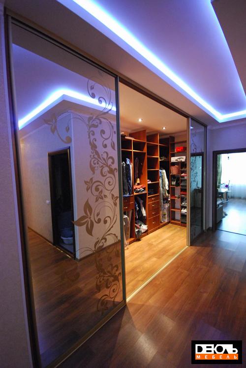 Как можно оградить гардеробную комнату в доме? домострой.