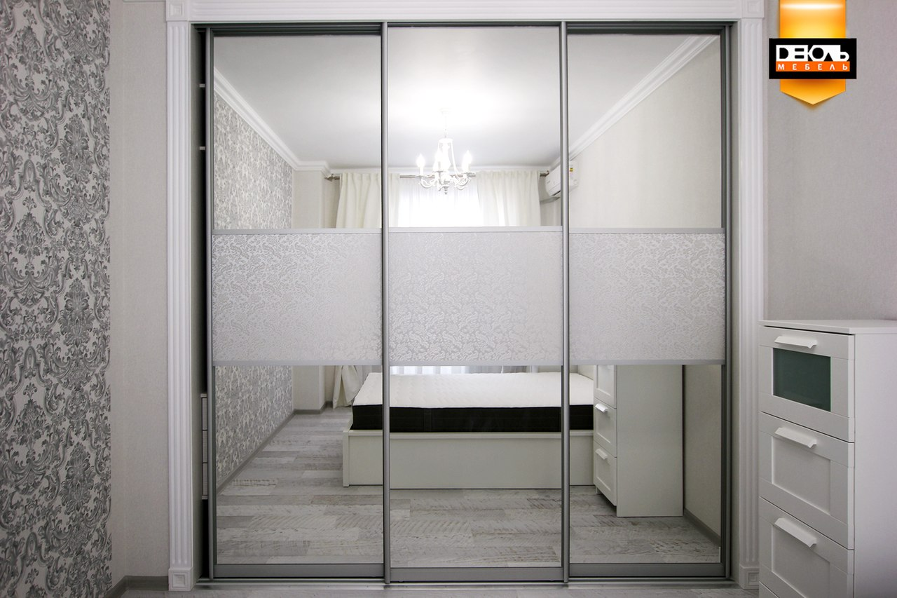 Шкафы-купе зеркальные.